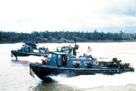 Tàu chiến Mỹ hoạt động trên sông Cửu Long. Ảnh tư liệu do N.P.N sưu tầm.