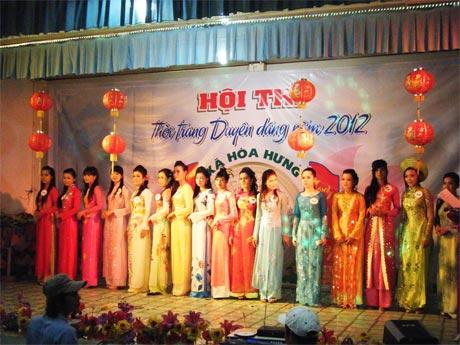 Hội thi Thời trang duyên dáng do xã Hòa Hưng (Cái Bè) tổ chức.