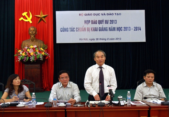 Bộ GD&ĐT tổ chức họp báo chiều 28/8 tại Hà Nội. Ảnh: VA