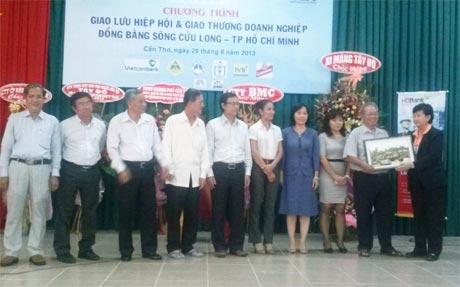Đoàn Hiệp hội DN Tiền Giang tham gia chương trình giao lưu.