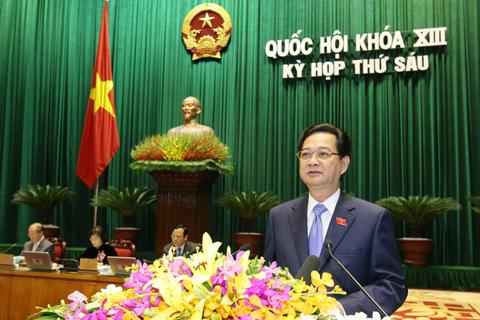 Thủ tướng Nguyễn Tấn Dũng trình bày Báo cáo của Chính phủ về tình hình kinh tế-xã hội năm 2013, kết quả 3 năm thực hiện kế hoạch 5 năm (2011-2015) và nhiệm vụ 2014-2015. Ảnh: VGP/Nhật Bắc