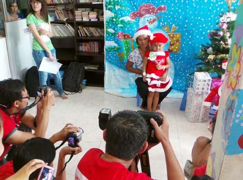 Chụp ảnh chân dung cho mọi người năm 2012 tại Hà Nội. Ảnh: PC