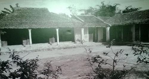 Ngôi nhà được xây dựng lại trên mảnh đất cũ nơi Đại tướng Nguyễn Chí Thanh sinh ra và lớn lên ở làng Niêm Phò, xã Quảng Thọ, huyện Quảng Điền, Thừa Thiên – Huế.