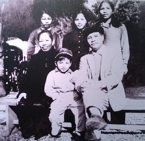 Gia đình Đại tướng Nguyễn Chí Thanh tại số nhà 34 Lý Nam Đế.
