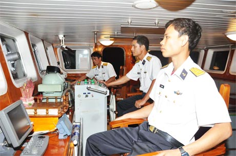 Ca trực trên tàu HQ 953.