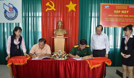 Ký kết giữa Đài THTG và Viettle dưới sự giám sát ông Trần Thanh Đức Phó Chủ tịch UBND tỉnh.