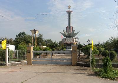 Tượng đài ở khu di tích chiến thắng Ngã Sáu Bằng Lăng.