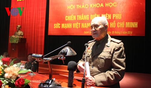 Nhân chứng lịch sử phát biểu tại hội thảo.