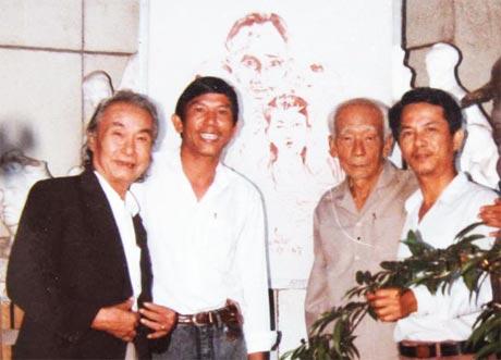 Nghệ sĩ nhân dân Hoàng Tuyển (thứ ba từ trái sang).
