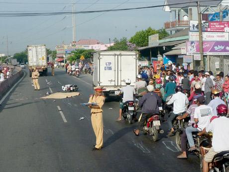 Hiện trường vụ tai nạn làm 2 người chết tại chổ.