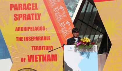 Ông Bùi Văn Tiếng, Chủ tịch Hội Khoa học lịch sử thành phố Đà Nẵng phát biểu khai mạc triển lãm.