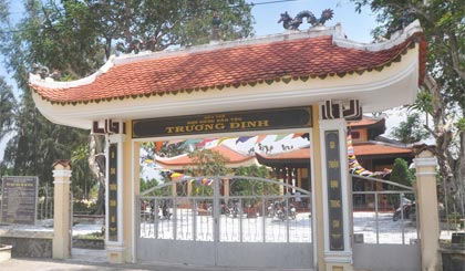 Đền thờ Trương Định tại ấp 2, xã Gia Thuận, huyện Gò Công Đông - nơi trước đây là căn cứ của đồn điền.