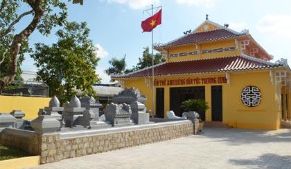 Khu mộ AHDT Trương Định tại TX. Gò Công vừa được chỉnh trang.