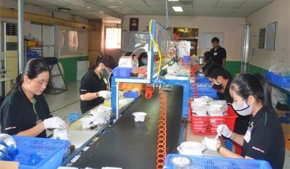 Dây chuyền công nghiệp sản xuất Chip LED của Công ty cổ phần Duhal. Ảnh: THẾ ANH