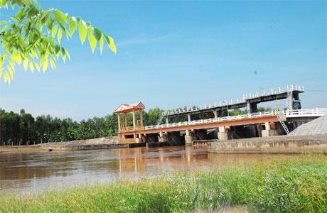 Cống Xuân Hòa - cống quan trọng trong việc cung cấp nước ngọt  cho vùng ngọt hóa Gò Công.