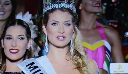 Khoảnh khắc đăng quang của Hoa hậu Thế giới 2015 đến từ Tây Ban Nha.