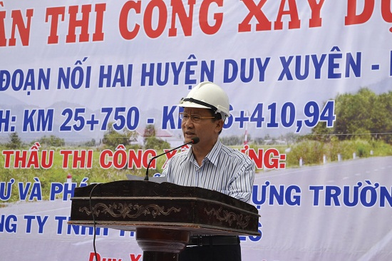 Phó Chủ tịch UBND tỉnh Trần Đình Tùng đề nghị nhà thầu cố gắng thúc đẩy thi công hoàn thành dự án trong năm 2016.