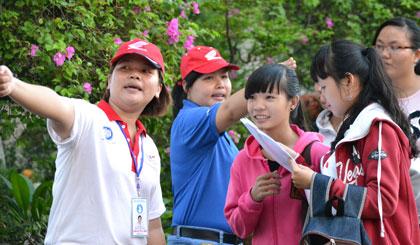 Chương trình Tiếp sức mùa thi do Hội Sinh viên Trường Đại học Tiền Giang thực hiện năm 2015.                                                                                                                           Ảnh: NHƯ LAM