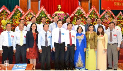 Lãnh đạo tỉnh chụp ảnh lưu niệm với Ban Chấp hành Hiệp hội DN tỉnh nhiệm kỳ III.