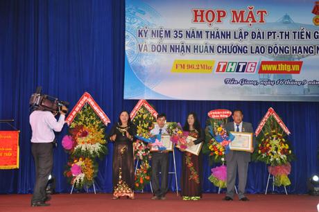 Đài PTTH TG vinh dự được Nhà nước tặng thưởng Huân chương Lao động hạng Nhất.                                                       Ảnh: MINH CHÂU