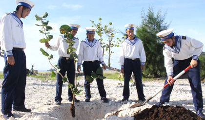 Planting tree in eternal gratitude to Uncle Ho on the Son Ca island
