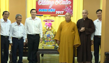 Provincial leaders visits temples on the 15th day of the first lunar month