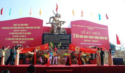 Holding solemnly 70th anniversary of Giong Dua victory