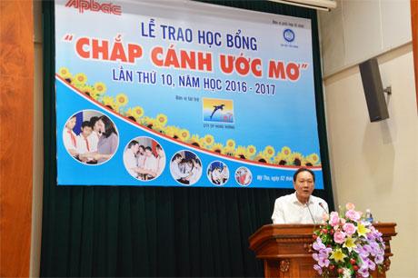 Ông Dương Ngọc Minh, Tổng Giám đốc công ty cổ phần Hùng Vương phát biểu tại lễ trao học bổng.