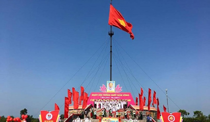 Flag-raising ceremony in Quang Tri marks National Reunification Day