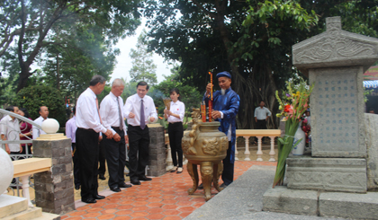Holding solemnly 142th anniversary of the national hero Nguyen Huu Huan's death