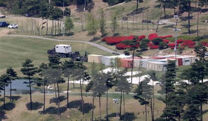 Các trang thiết bị cần thiết cho việc lắp đặt THAAD được vận chuyển tới Seongju, đông nam Hàn Quốc ngày 27/4. Nguồn: Yonhap/TTXVN
