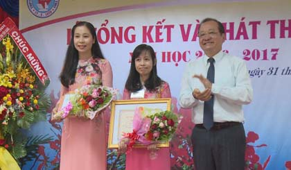 Nguyen Dinh Chieu high school summarizes the school year
