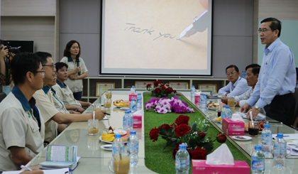 Chairman of the PPC visits and works with enterprises