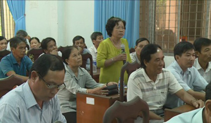 The Provincial People's Council deputies meet with voters in Chau Thanh district
