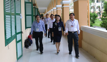 Deputy Minister of Education and Training inspects the examination work in Tien Giang
