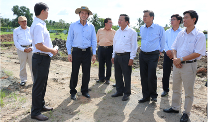 Chairman of the PPC Le Van Huong inspects the reality of projects