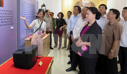 NA leader presents gifts to Heroic Mothers in Quang Nam