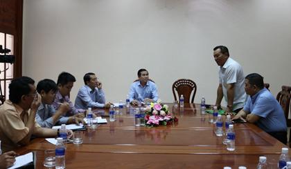 Ông Lê Văn Hưởng, Chủ tịch UBND tỉnh cùng một số thành viên Tổ Tiếp xúc đầu tư tỉnh Tiền Giang tiếp xúc với các nhà đầu tư.