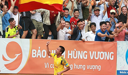 Viet Tu celebrates after scoring the solitary goal for Nam Dinh.