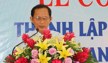 Ông Nguyễn Quốc Thắng, Phó Giám đốc Sở Nội vụ công bố Quyết định của UBND tỉnh Tiền Giang về thành lập Trung tâm Hỗ trợ phát triển doanh nghiệp tỉnh Tiền Giang