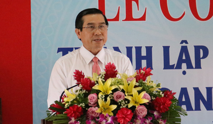 Ông Lê Văn Hưởng, Chủ tịch UBND tỉnh phát biểu tại buổi lễ công bố quyết định thành lập Trung tâm Hỗ trợ phát triển doanh nghiệp tỉnh Tiền Giang