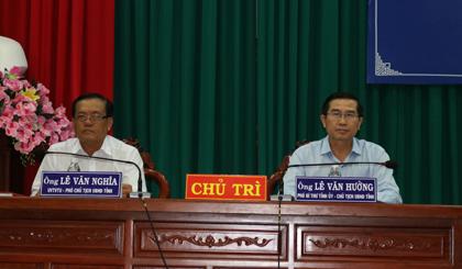 Chủ tịch UBND tỉnh Lê Văn Hưởng và Phó Chủ tịch UBND tỉnh Lê Văn Nghĩa đồng chủ trì buổi đối thoại doanh nghiệp lần 3 năm 2017 diễn ra vào chiều ngày 28-9