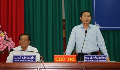 Ông Lê Văn Hưởng, Chủ tịch UBND tỉnh giải đáp các thắc mắc của doanh nghiệp tại buổi đối thoại doanh nghiệp lần 3 năm 2017