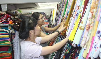 The market of present for Vietnamese Teacher's Day started