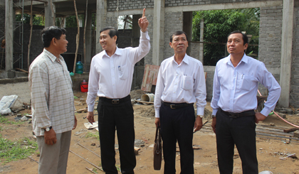 Chairman of the PPC cheks the progress of new rural construction