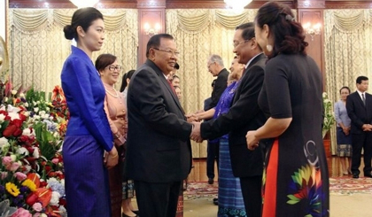 Lao leaders meet diplomatic corps ahead of National Day