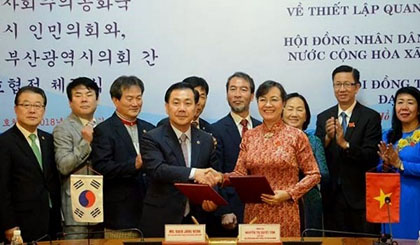 HCM City, Busan establish cooperative ties
