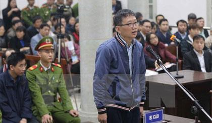 Bị cáo Trịnh Xuân Thanh, nguyên Chủ tịch Hội đồng quản trị, Tổng Giám đốc PVC trả lời Hội đồng xét xử tại phần kiểm tra căn cước. Ảnh: Doãn Tấn/TTXVN