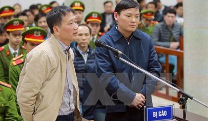 Bị cáo Trịnh Xuân Thanh (bên trái) và bị cáo Nguyễn Anh Minh (bên phải) trả lời câu hỏi của Luật sư. Ảnh: An Đăng/TTXVN