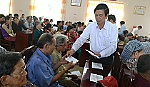 Secretary of the Provincial Party Committee presents Tet gifts to policy families